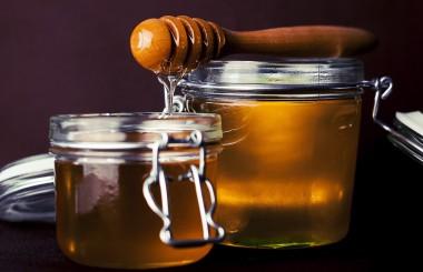 benefits of honey Liz Earle Wellbeing