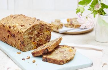 Menopause cake from Liz Earle Wellbeing - credit Georgia Glynn Smith - banner