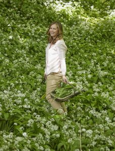 tips for foraging spring Liz Earle Wellbeing