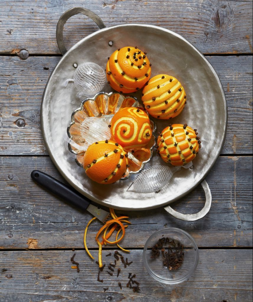 Orange pomanders are easy homemade Christmas decorations